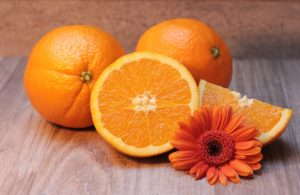 Die Versorgung des Organismus mit Vitamin C ist wichtig.